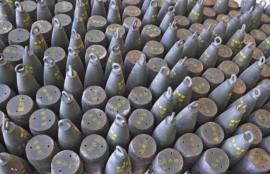 獅山炮陣地的炮彈裝置藝術,為主題景點增添特色。(李金生攝)