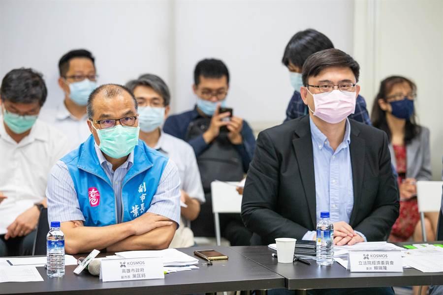 高市副市長葉匡時(左)針對高市府多項經發計畫,向中央喊話尋求支持。(袁庭堯攝)