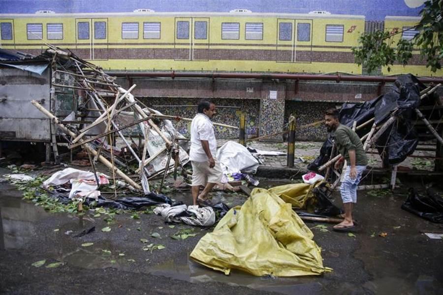 印度東部與孟加拉,遭到安潘颶風的襲擊,造成巨大的損失。(圖/美聯社)