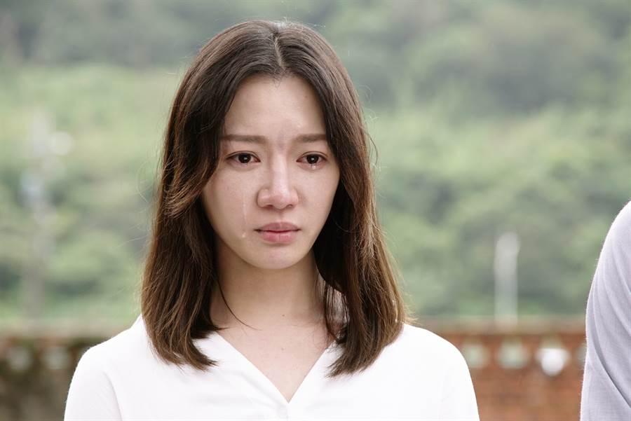 李杏飾演的許芷伶一角為白色恐佈受難者家屬。(公視提供)