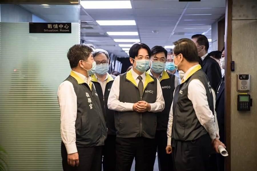 副總統賴清德視察疫情中心。(取自賴清德臉書)