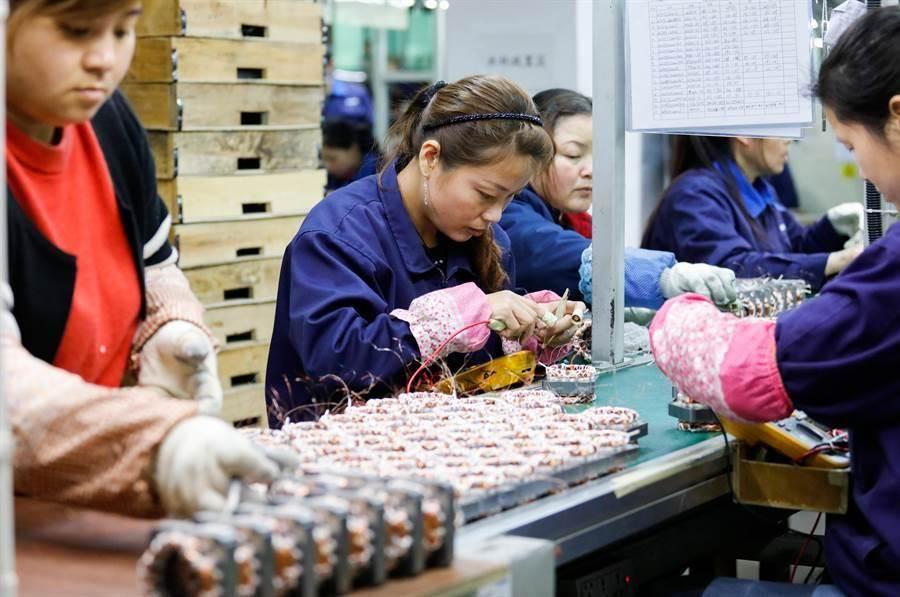 工研院21日預估今年台灣製造業產值將萎縮,而半導體產業將逆勢成長。(示意圖/shutterstock)