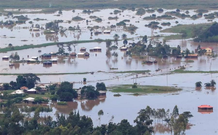 東非的肯亞西部布達郎伊(budalangi),近日因持續豪雨釀成洪災。(路透)