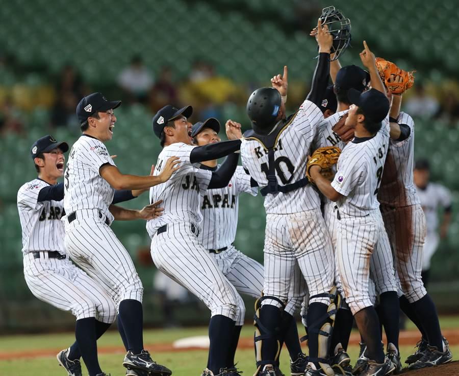 今年9月在高雄舉行的U18亞洲青棒賽,日本隊很可能放棄參賽;圖為2016年日本隊在台中U18亞青賽奪冠。(資料照/黃國峰攝)