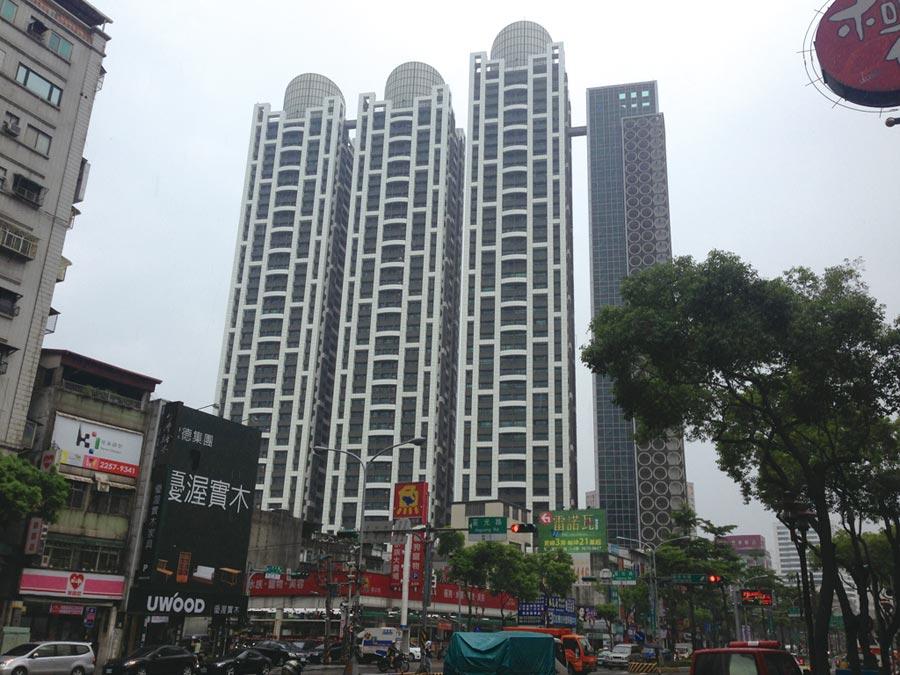 板橋新埔站旁「新巨蛋」每坪79.4萬元,榮登新北單價最高。圖/本報資料照片