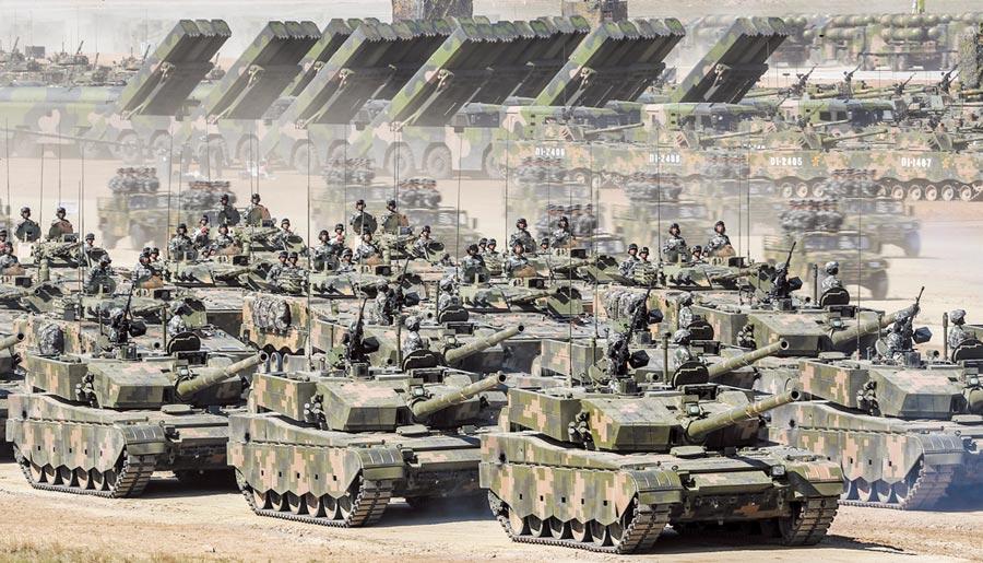 陸今年料漲軍費,以應對美國與台獨威脅,圖為中共慶祝建軍90周年閱兵在內蒙古朱日和訓練基地舉行。(新華社資料照片)
