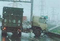 超狂暴雨襲擊連3事故 彰化西濱快速道路大貨櫃車又斷兩截了…