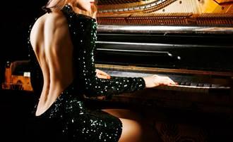 爆乳鋼琴師吸百萬點閱 網曝收益:月收比我年薪高