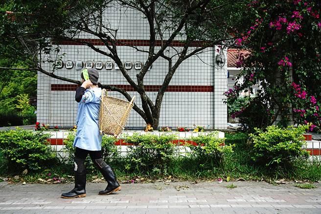 早期布農族在中央山脈屬於逐水草而居的生活形態,以黃藤編織的揹籃,是為了便於遷徙移動而發展出來的生活用具。(攝影/曾信耀/Takao樂高雄/提供)