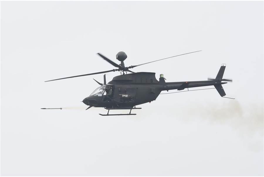 OH-58D戰搜直升機發射海神火箭。(青年日報提供)