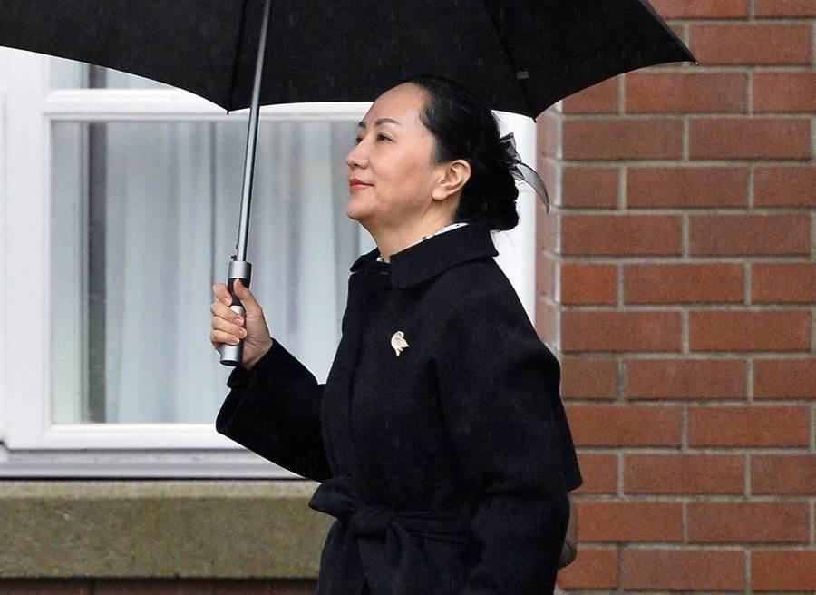 華為副董事長兼首席財務官孟晚舟1月23日離開溫哥華住所,準備出庭的神情。(路透)