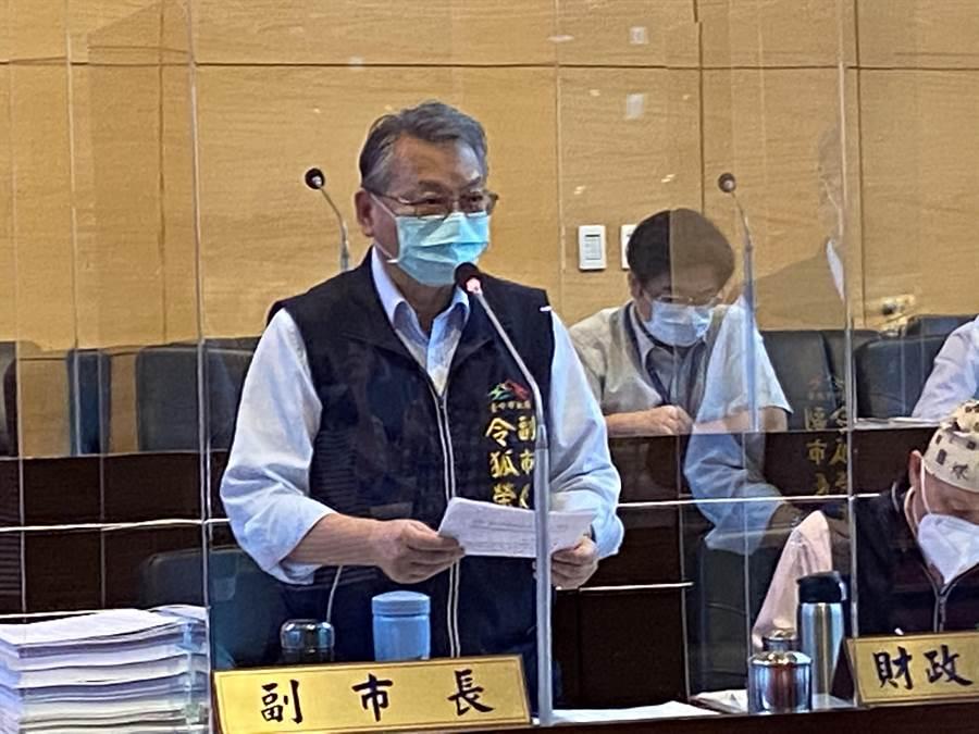副市長令狐榮達22日在市議會答詢時宣布「有條件」解封台中市91家酒店與舞廳等有人陪待的營業場所。(盧金足攝)