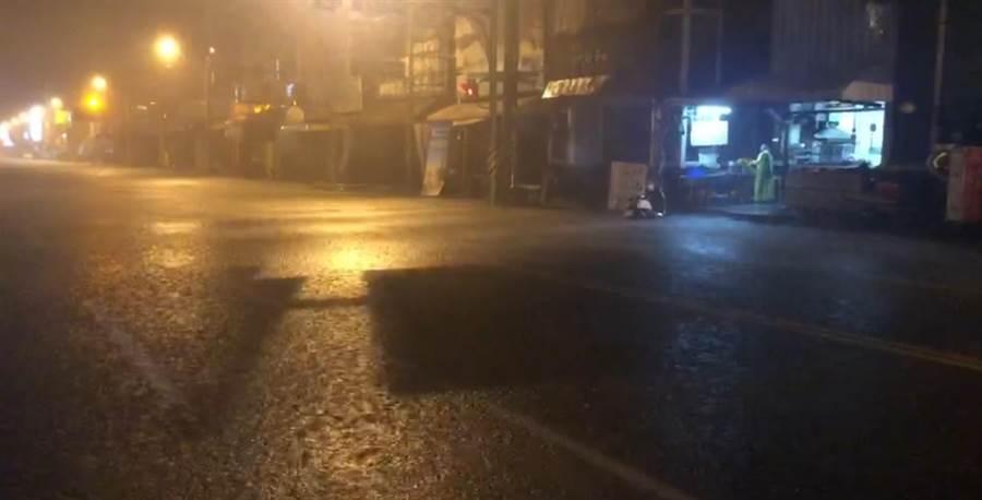 安中路2段22日凌晨再度淹水。(讀者提供/程炳璋台南傳真)