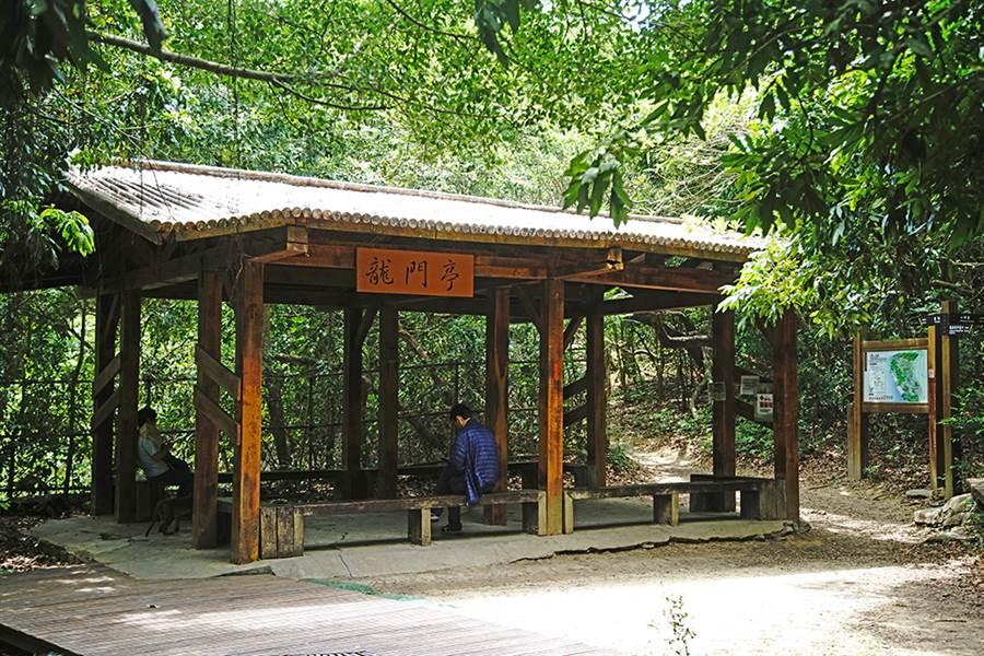 北壽山登山步道沿線設置多座涼亭,隨時都能停下來休憩片刻。(攝影/曾信耀)