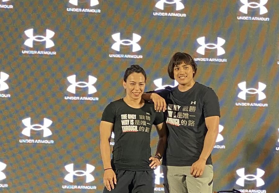 郭婞淳、陳念琴兩名奧運國手22日攜手出席UA代言。(黃及人攝)