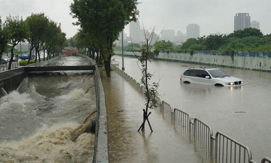 淹水、積水怎麼判斷?網曝關鍵50公分(示意圖/本報資料照片、黃國峰攝)