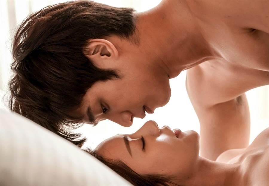 《我們不能是朋友》郭雪芙和劉以豪上演「禁忌之戀」。(TVBS提供)