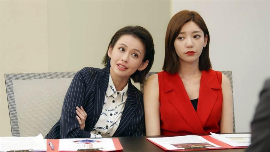 郭雪芙(右)與袁艾菲(左)共同演出《我們不能是朋友》。(TVBS提供)