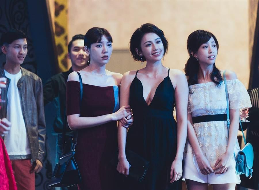 袁艾菲(前排右)在劇中跟郭雪芙(前排左)是好姊妹。(TVBS提供)