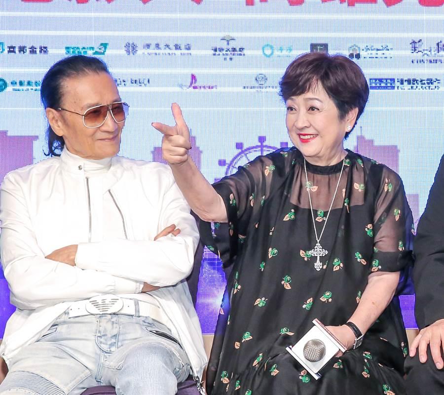 甄珍去年7月曾與謝賢在高雄活動上合體。(本報系資料照)