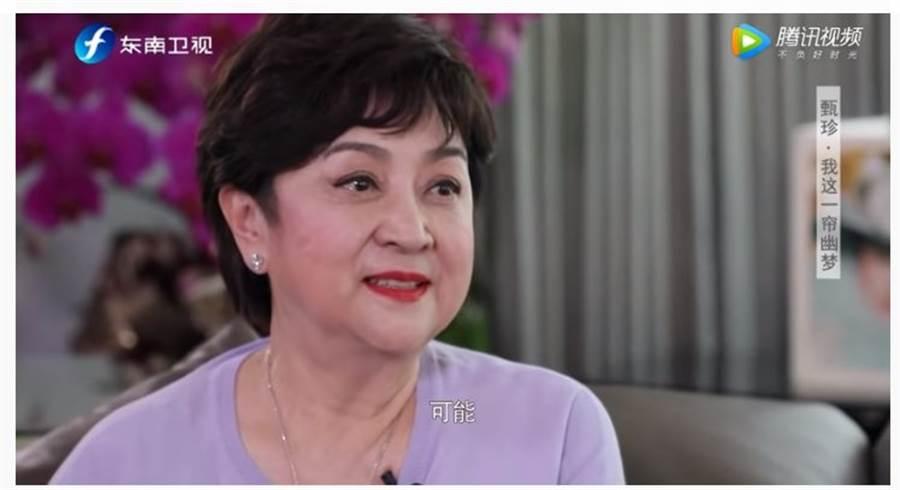 甄珍眼泛淚,認了若人生能重來,還是會嫁謝賢,但婚可能不會離。(取自YouTube)