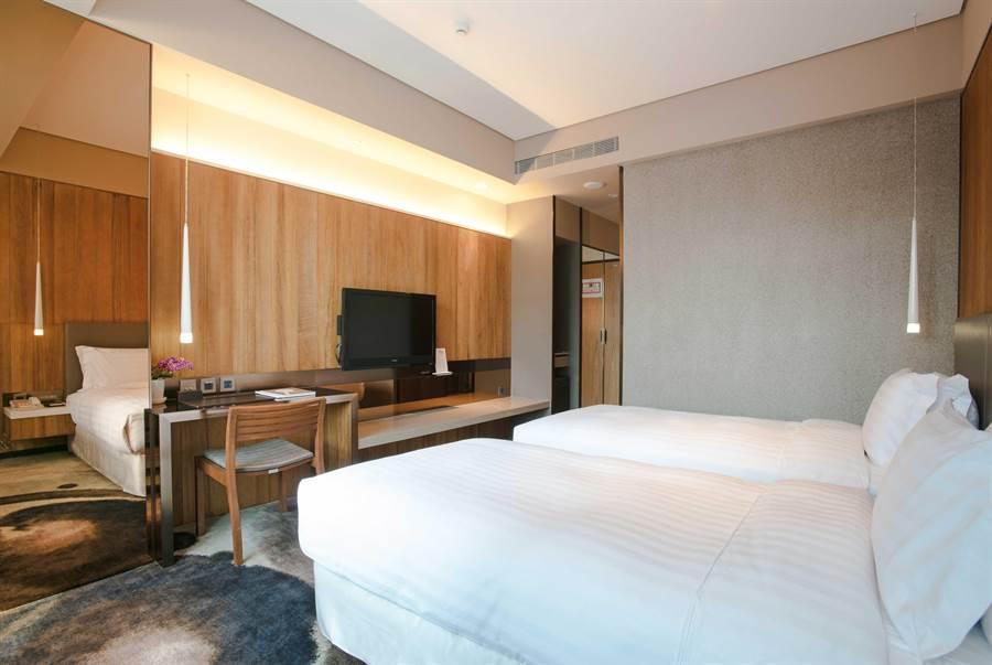【「Home Hotel信義」的原創客房兩小床。(Home Hotel提供)】