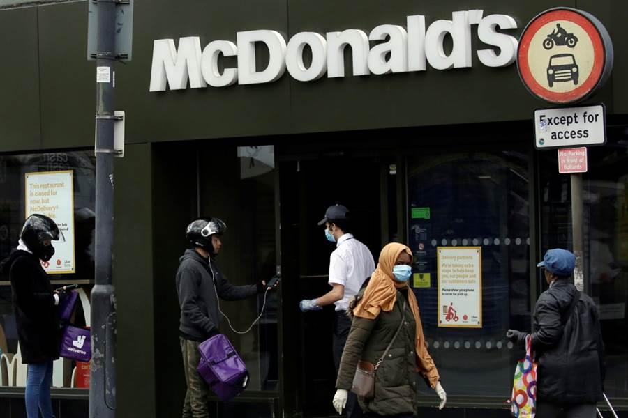 英國麥當勞近期重新開放得來速服務。(圖/美聯社)