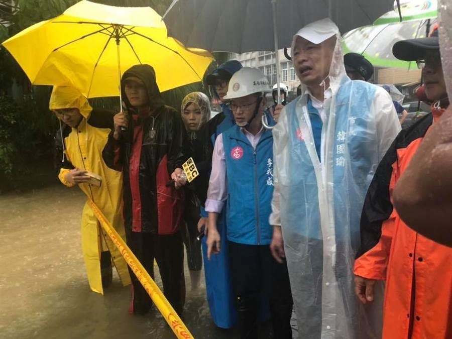 高雄淹水遭酸,韓國瑜表示:「老天爺要下多少雨不知道,但退水速度就是真功夫」 (圖/韓國瑜臉書)