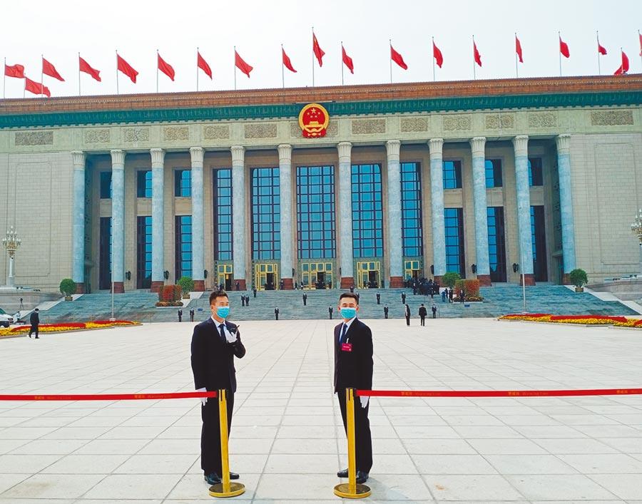 疫情下的北京人民大會堂。(陳君碩攝)