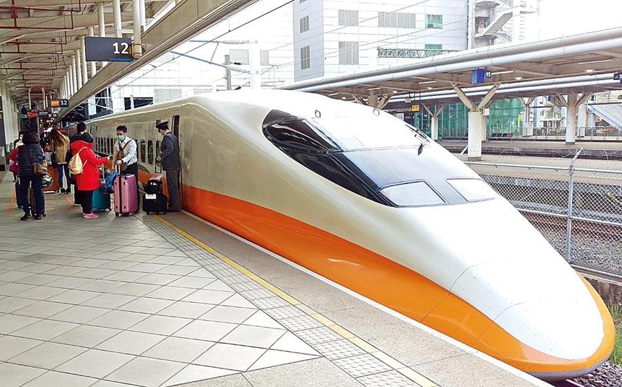 台灣高鐵公司鐵昨再推「大學生雙週快閃優惠」,時間橫跨6月6日罷韓投票日,引發暗助罷韓疑慮。(潘建志攝)