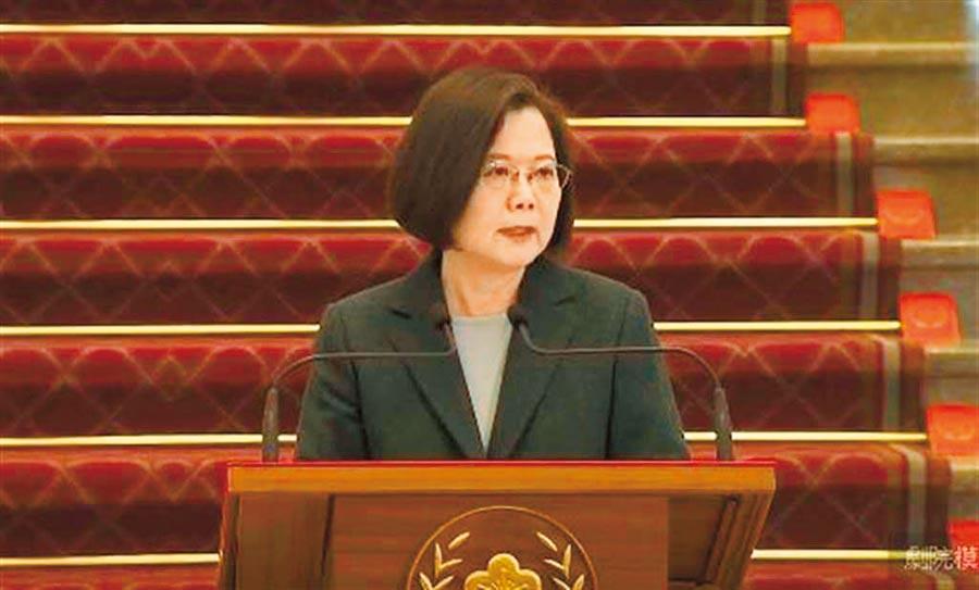 蔡總統曾表示,緊急命令帶有威權色彩,目前國家的情勢並未達到難以控制的程度,不予考慮。(資料照)
