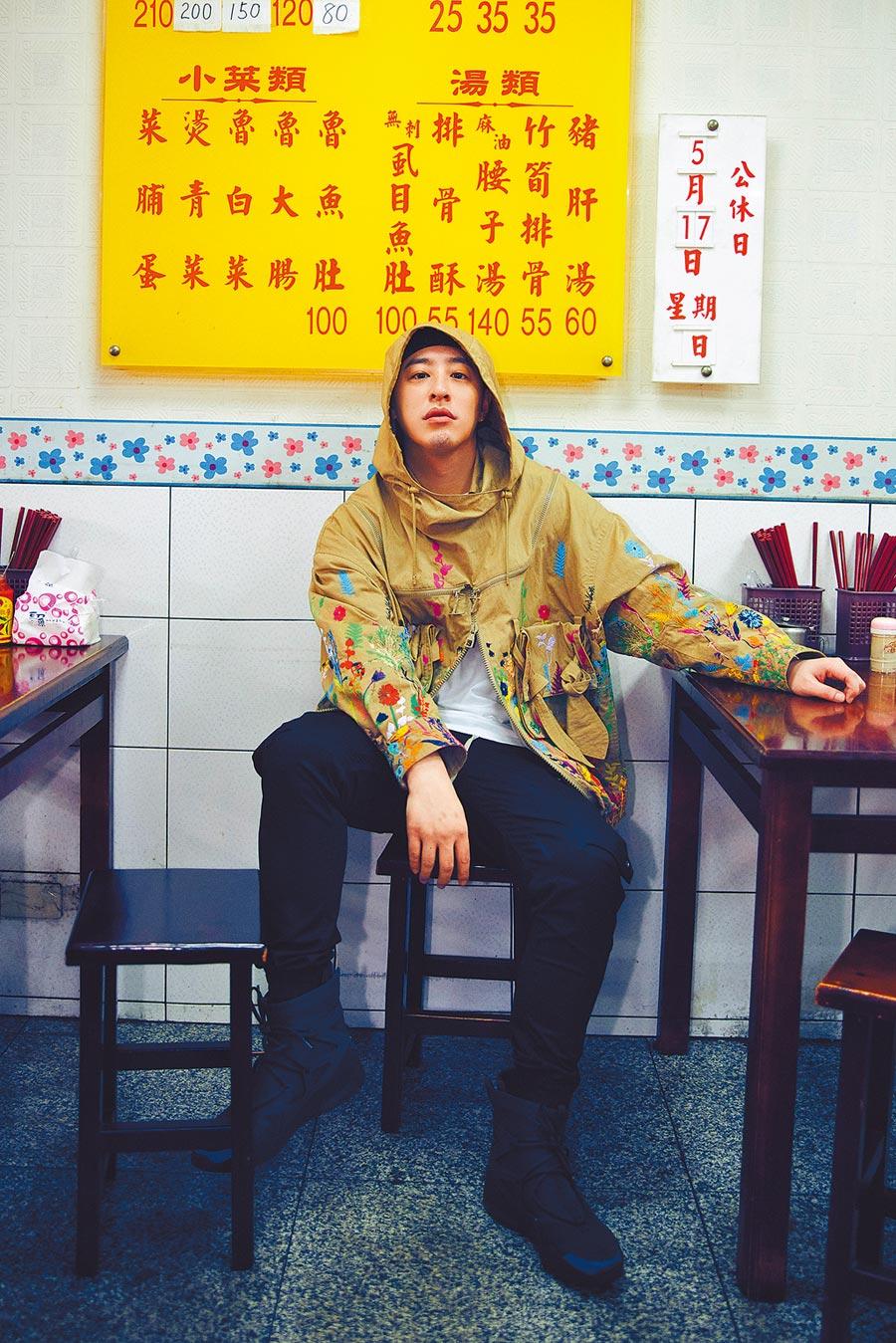 潘瑋柏在短片中呈現自己喜歡美食的一面。(華納音樂提供)