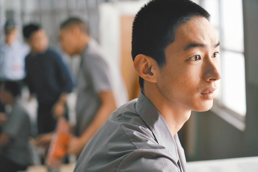 黃河為電影剃短頭髮,改變造型化身受刑人。(資料照片)