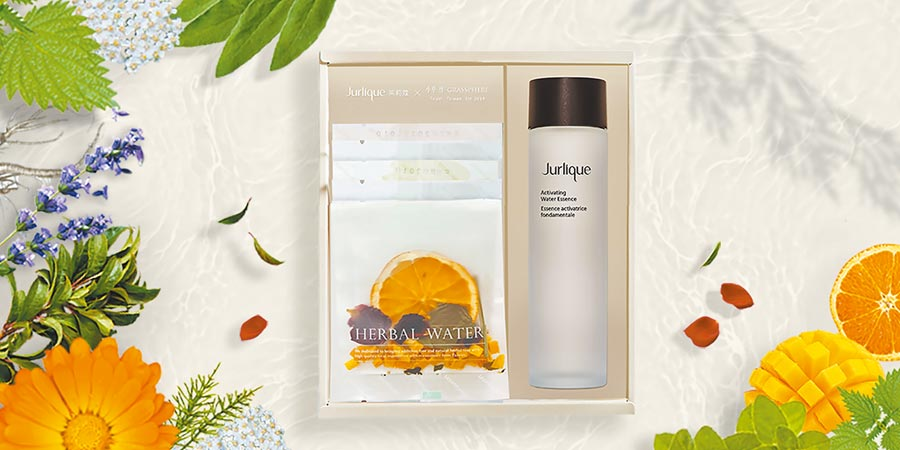 頂級保養Jurlique攜手台灣花草茶「小草作」推聯名禮盒。(Jurlique提供)