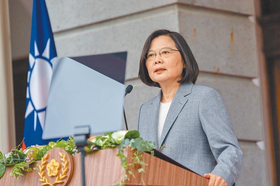 5月20日,蔡英文總統前往台北賓館戶外發表就職演說。(總統府提供)