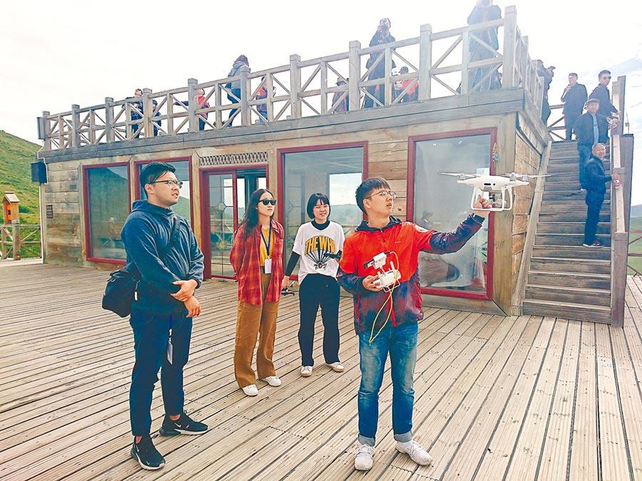 川台大學生於四川參加空拍機暑期活動。(記者李侑珊攝)