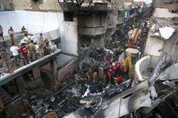 直播》巴基斯坦客機墜毀4人奇蹟生還 持續搜救中