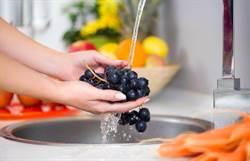 洗葡萄怕農藥殘留 她靠神物洗到像寶石