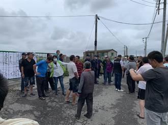 麥寮養豬場偷排廢水 民眾圍場抗議