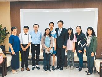 基隆3生勤學 獲總統教育獎