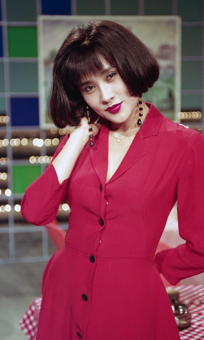 外型豔麗性感的于楓,當年以《愛在旋轉》一曲成名。