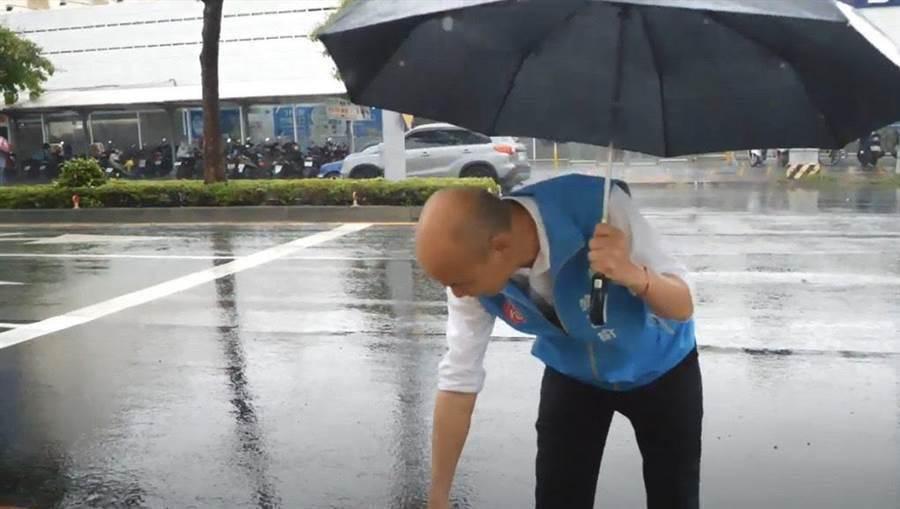 韓國瑜22日視察積水、抽水站。(高巿府提供/曹明正高雄傳真)
