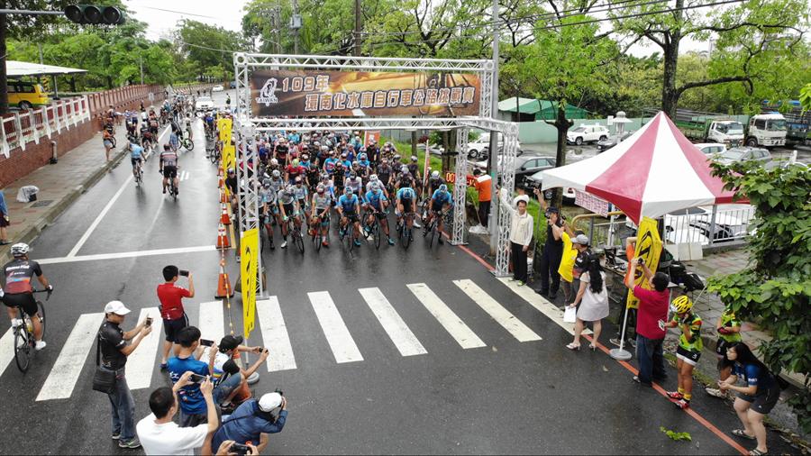 2020台南雙壩騎跡二日自行車挑戰賽,23日於台南玉井登場。(台南市玉井警分局提供/劉秀芬台南傳真)