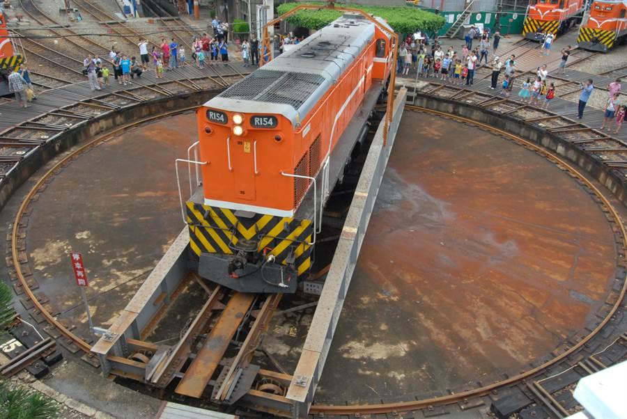 彰化火車站旁扇形車庫,目前是彰化縣定古蹟,為重要的台灣鐵道文化資產。(彰化縣政府提供/謝瓊雲彰化傳真)