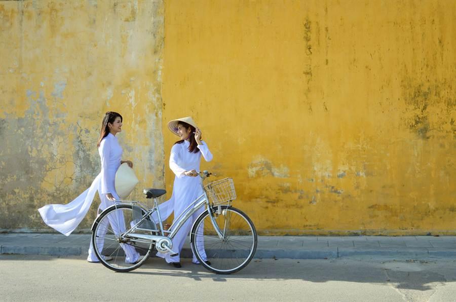 越南首批撤僑專機原預定周一來台,但時間趕不及,最快可望29日成行。(示意圖/Shutterstock)
