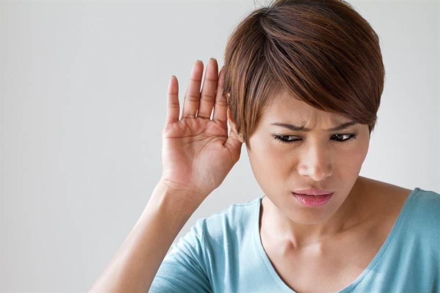 聽力師表示,現今生活型態改變,生活壓力大,有愈來愈多中壯年出現突發性耳聾的狀況。(達志影像/shutterstock)
