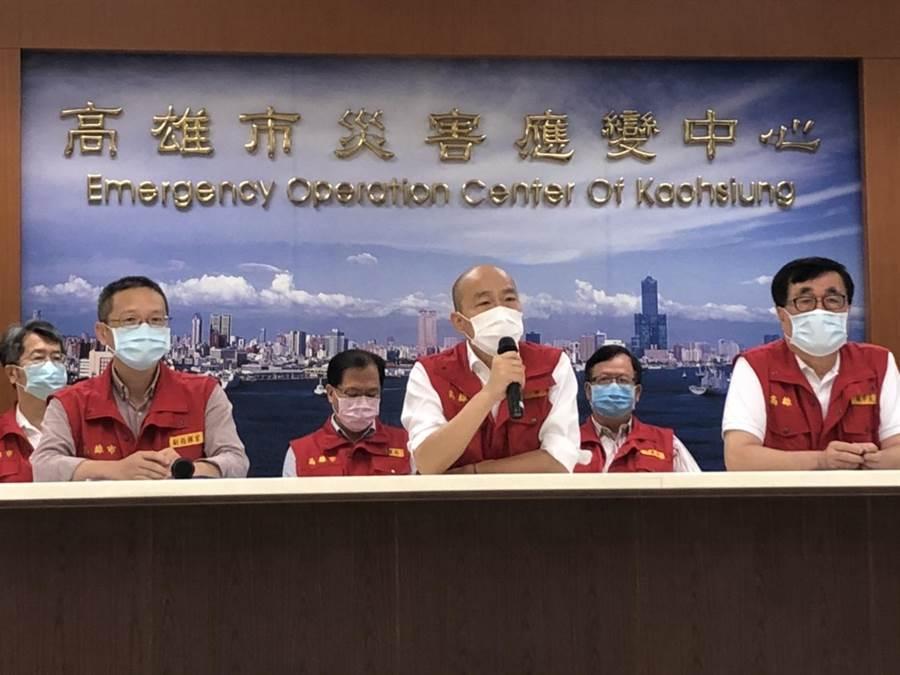 韓國瑜遭綠營議員質疑視察災情是作秀,高市府做出回應。(洪浩軒攝)