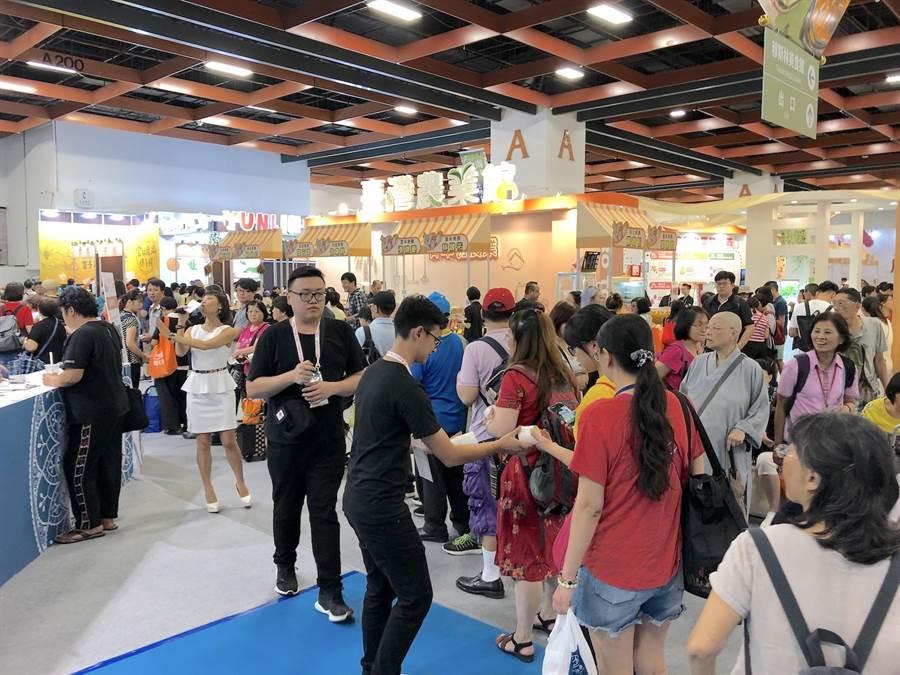 「台灣美食展」去年吸引超過37人次進場,今年考量新冠肺炎疫情暫停舉辦。(何書青攝)