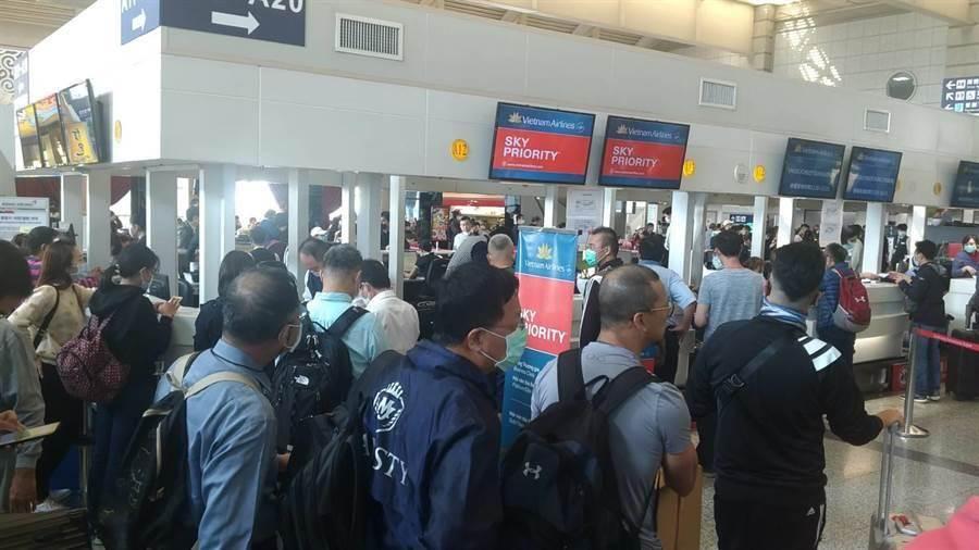 高雄機場越南航空登機口。(示意圖,柯宗緯攝)