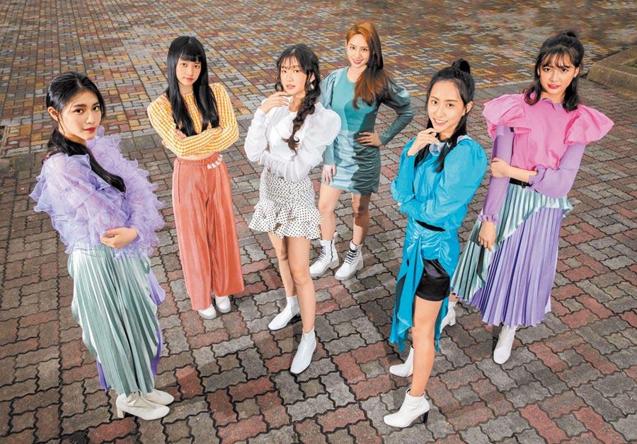 「PER6IX」發行首張單曲,李紫嫣(左起)、馬瑋伶、申力安、王加瑄 、彭名慧 、林采婕。 (石智中攝)